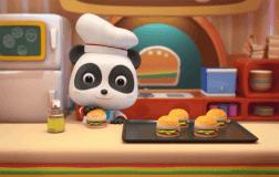 五个汉堡在盘子里跳
